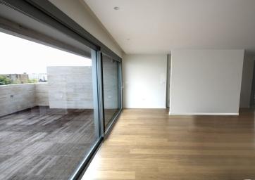 ventanal que comunica salón con terraza